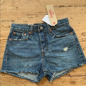 NEW Levi's High rise wedgie Shorts Size 27